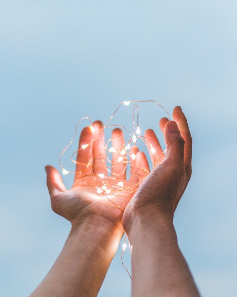 handen lichtjes lucht