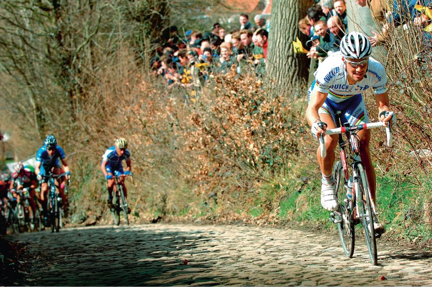 foto wielrenner op koppenberg