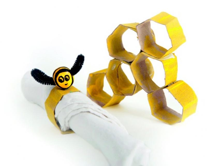 foto blije bijtjes uit karton