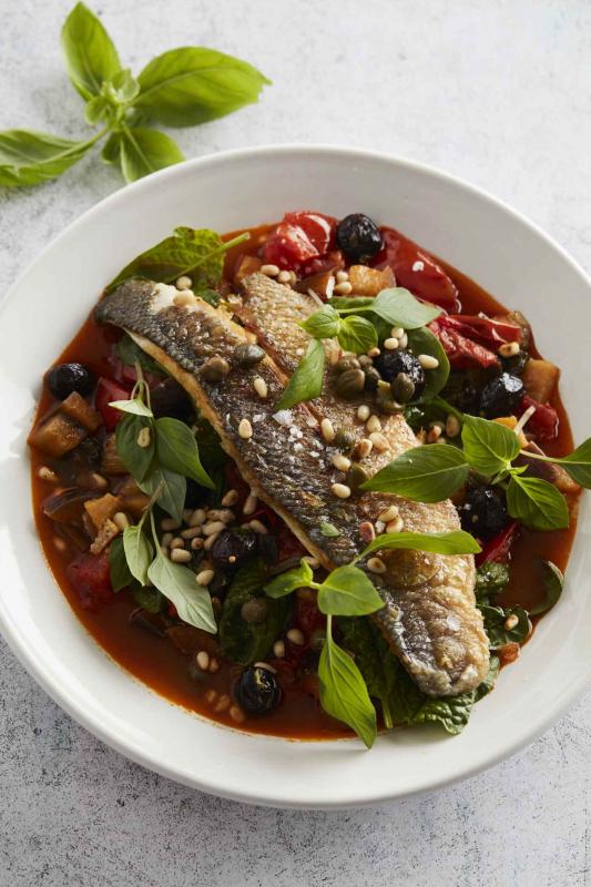 siciliaans stoofpotje met zeebaars