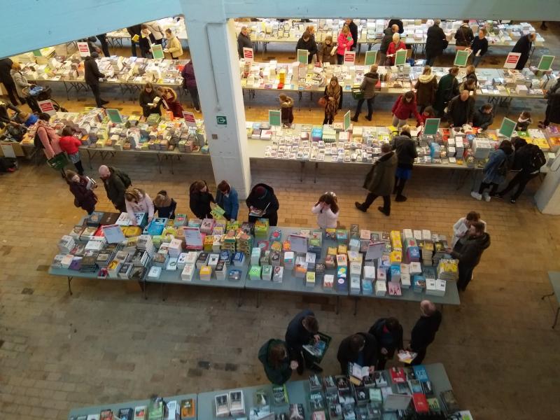 foto boekenmarkt Kortrijk